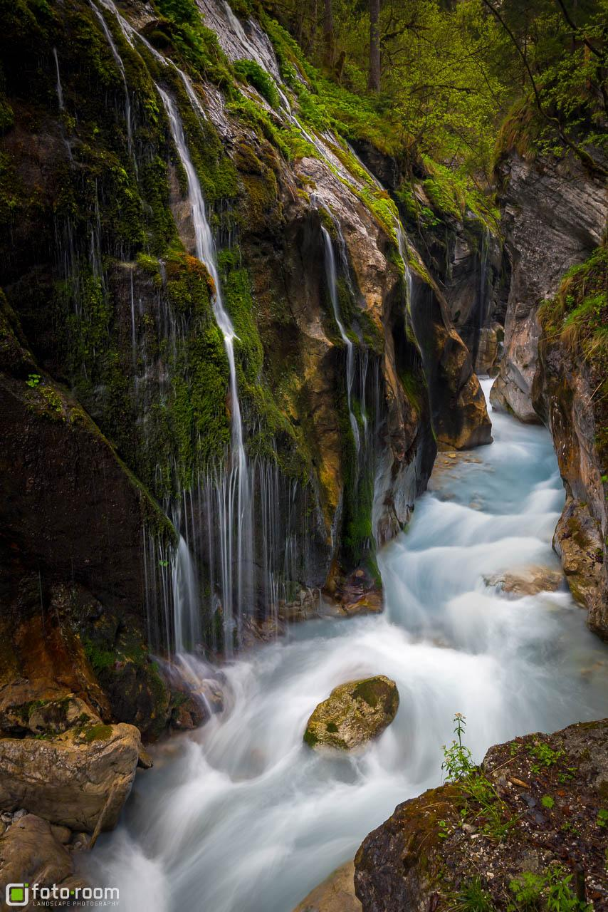 Wimbachklamm bei Regen mit türkisen Wasser